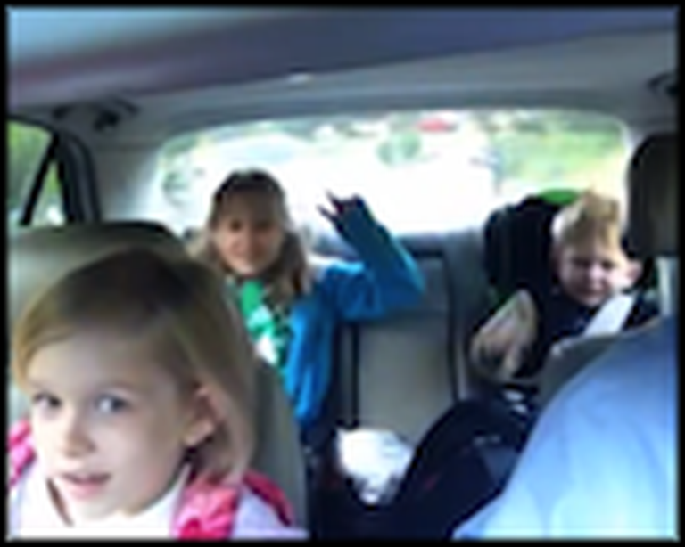 Super Happy Dad and Kids Sing Together in the Car - So Cute