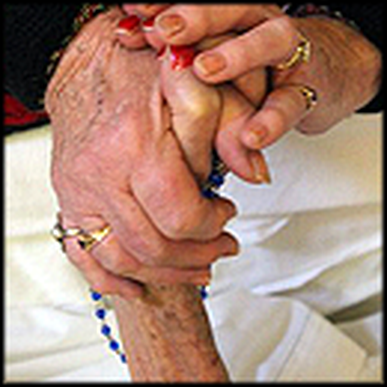 No One Dies Alone - Dying Patients Get Comforting Love