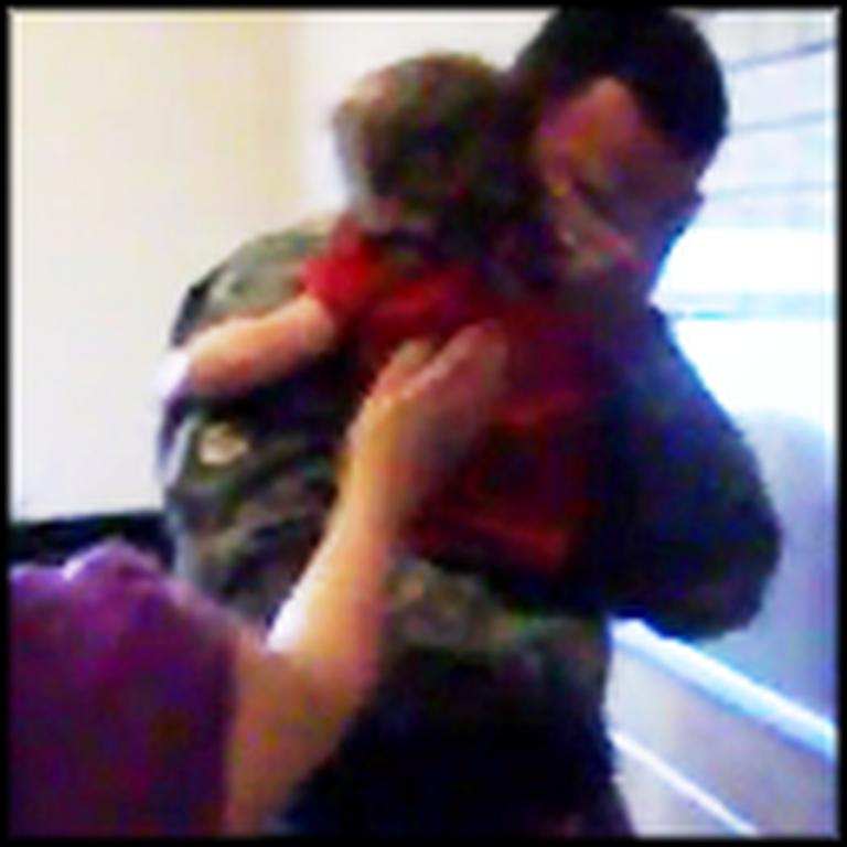 Soldier Breaks Down When his Family Surprises Him