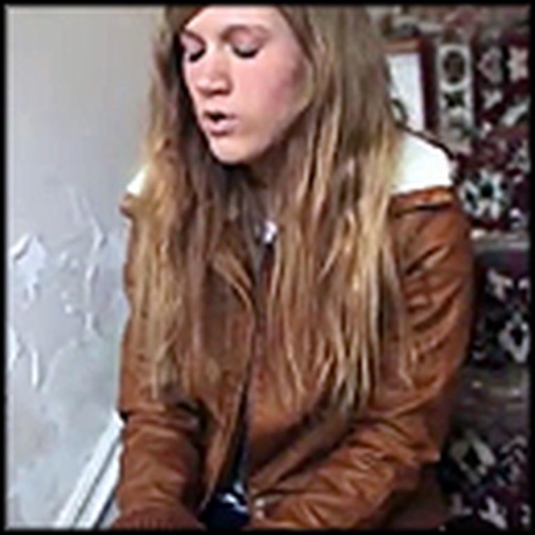 Girl Sings a Beautiful Piano Version of Hallelujah