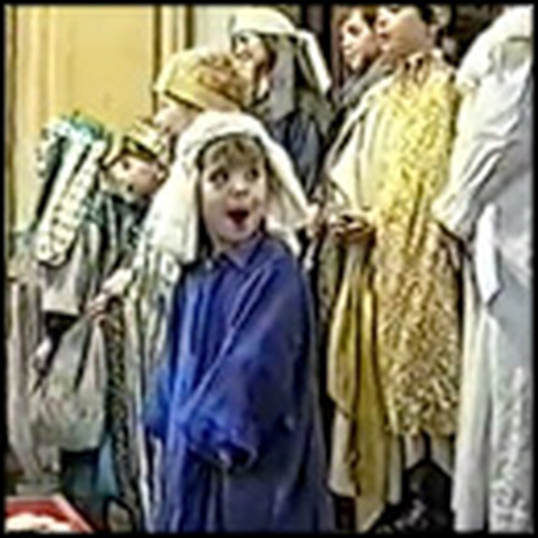 Little Nativity Angel Steals The Show - Great Funny Video