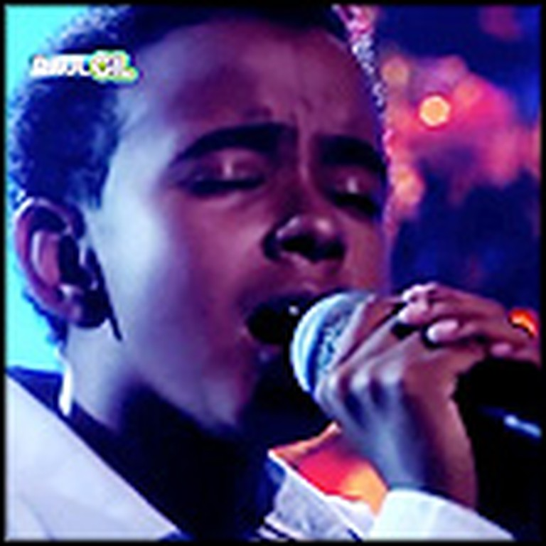 Child Singing Prodigy Will Wow You With This Christmas Performance
