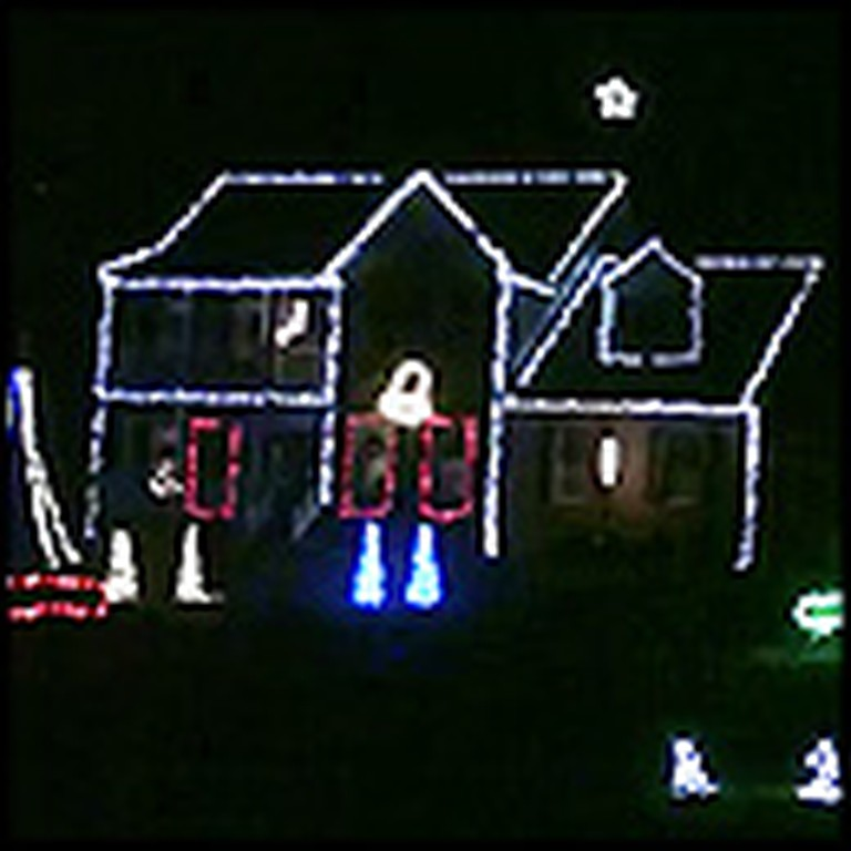 Unique Jingle Bells Christmas Light Show is Tons of Fun