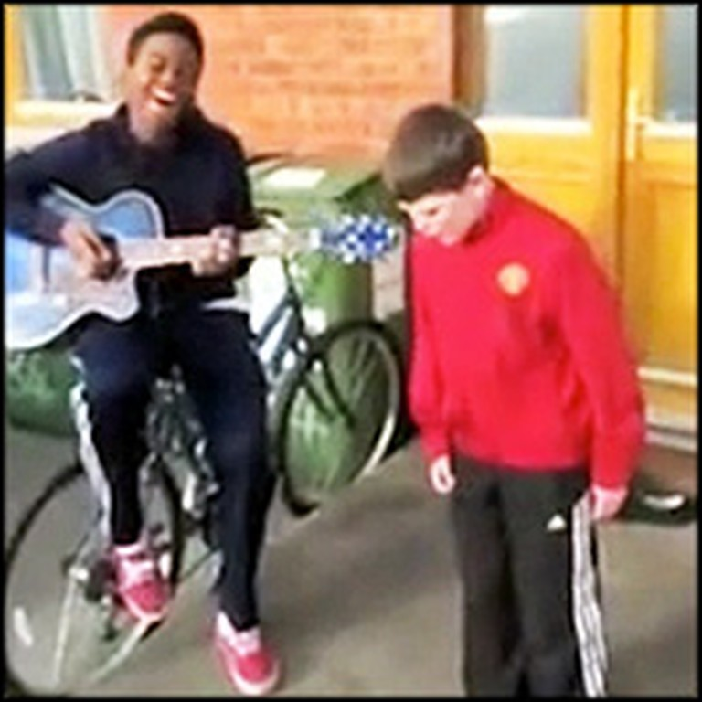 2 Irish Boys Stunned Passersby With Their Singing