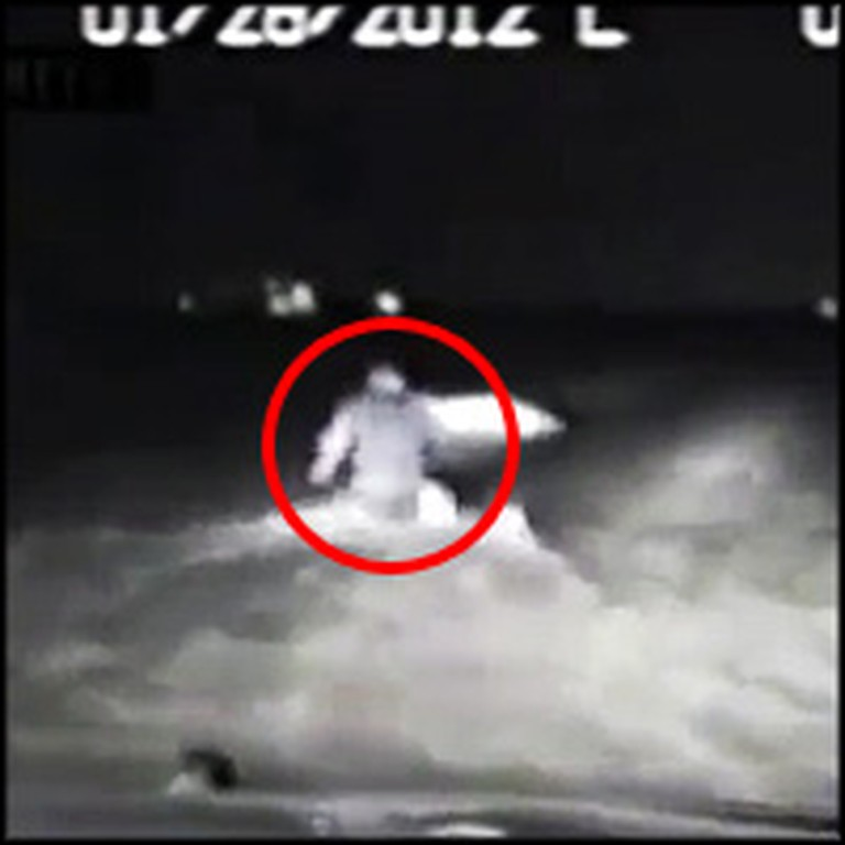 Cop Heroically Saves 2 Young Girls From a Sinking Car