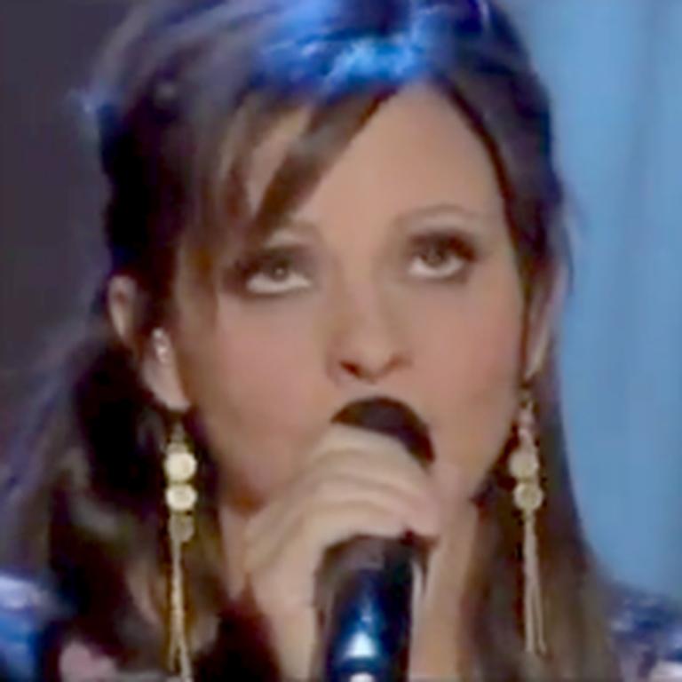 Sara Evans Sings Beautiful Praises to Jesus