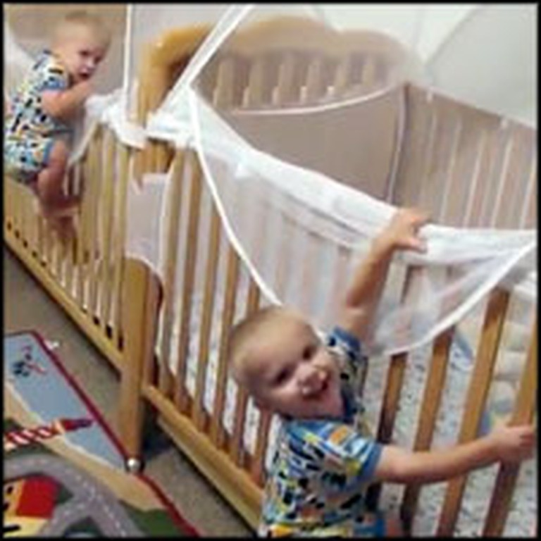 Adorable Twins Put Themselves to Bed