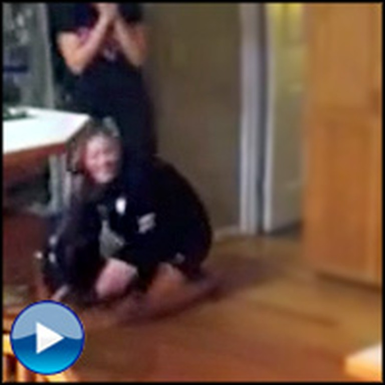 Soldier Surprises His Sister and Gets an Awesome Reaction