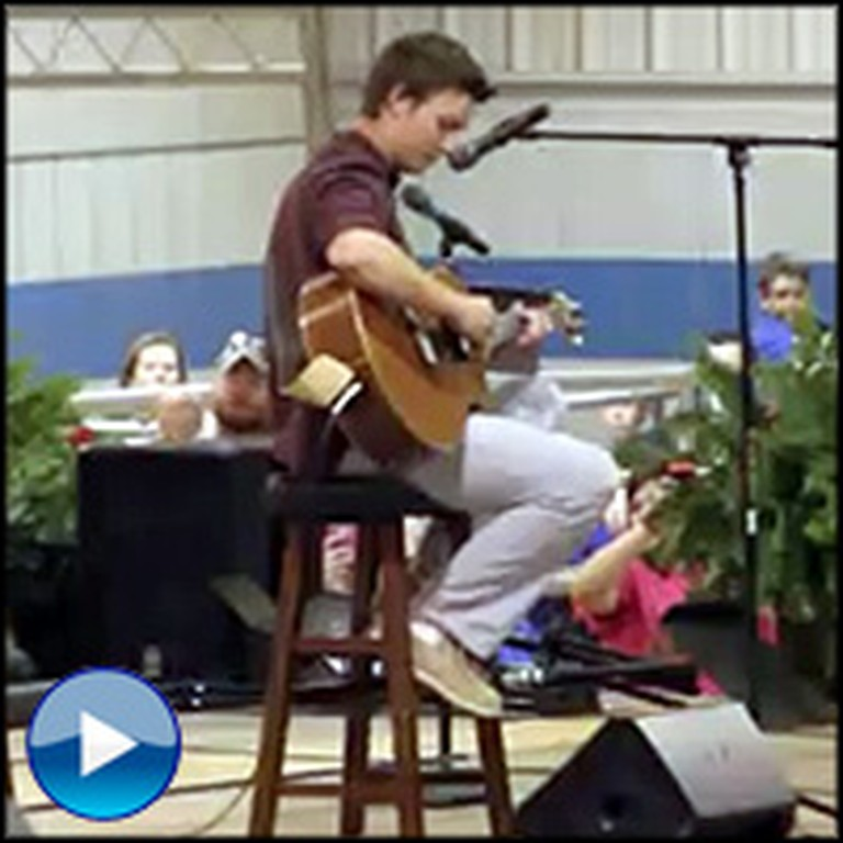Duck Dynasty's Reed Robertson Plays Hallelujah at School - a Must See