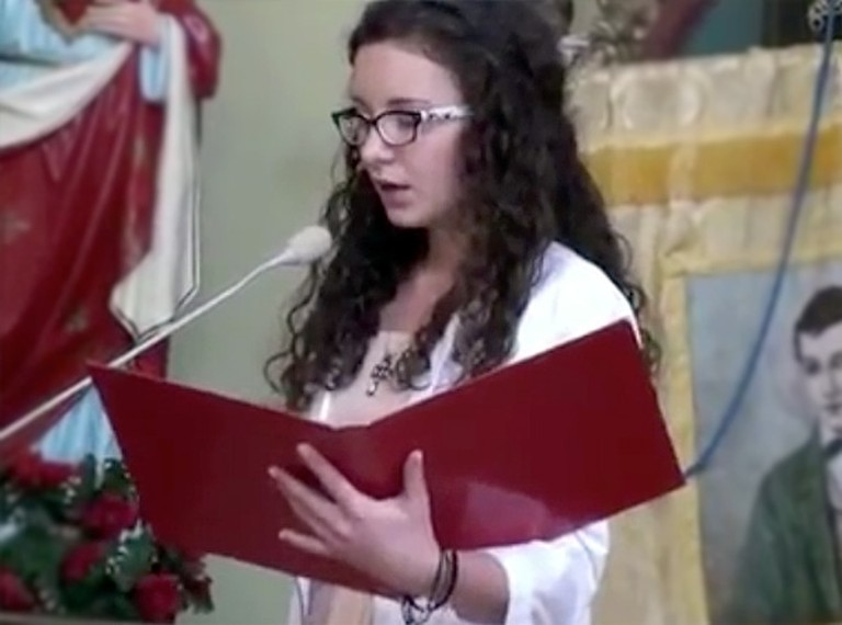 Schoolgirl WOWS Church Congregation With Her Incredible Voice