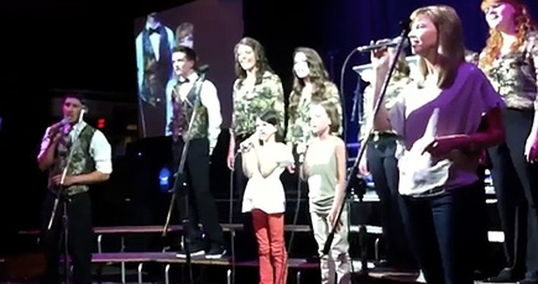 The Duck Dynasty Children Stand Up and Sing of Their Faith Together