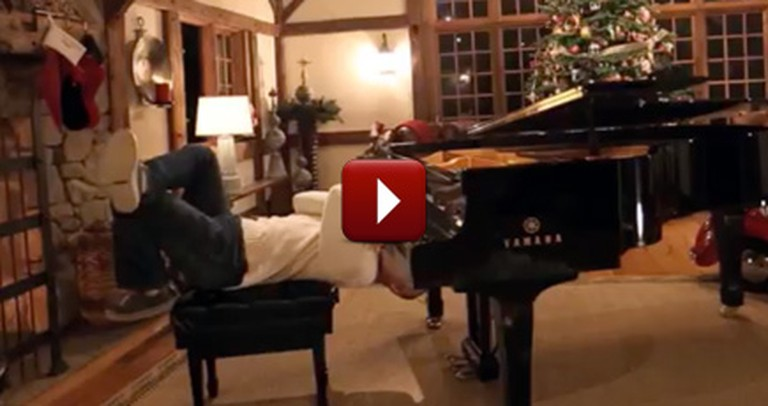 This Man Plays Christmas Carols in a Way You Should See - It's So Fun