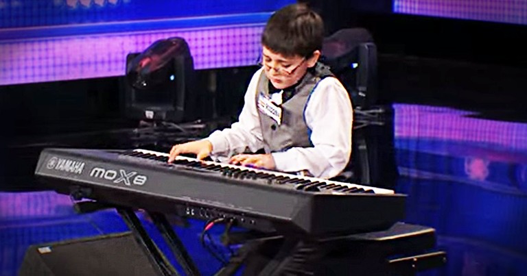 Only 1:36 Seconds In He Got A Standing Ovation. And He Hadn't Even Started Playing!