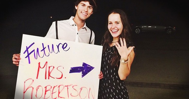 Duck Dynasty Star John Luke Proposes to His Girlfriend
