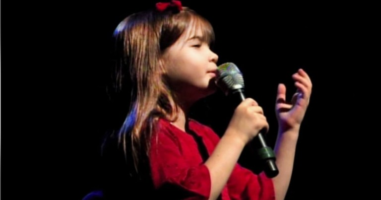 Stunning 7-Year-Old Sings 'What Child Is This'