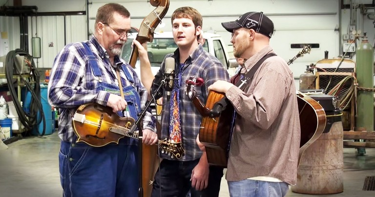 These Bluegrass Harmonies Are The Perfect Way To Praise Our Lord!