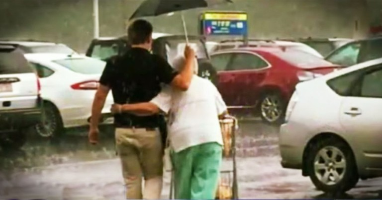 Grocery Store Worker's Act Of Kindness For An Elderly Woman Restored My Faith In Humanity!