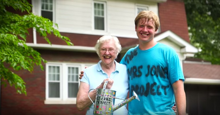 What This Teenage Boy Did For His Elderly Neighbor Is Beyond Beautiful