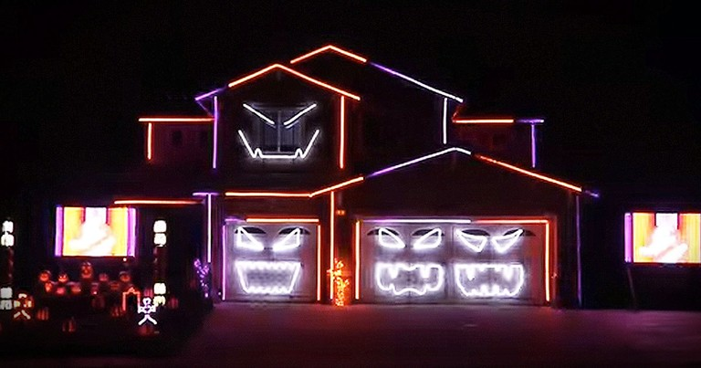 Halloween Light Show Is Mesmerizing