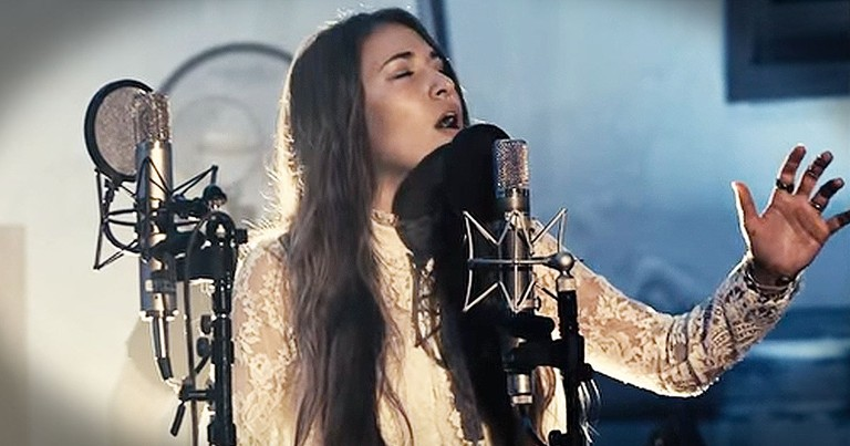 Lauren Daigle Christmas.This New Christmas Song Reminds Us The Real Reason For The