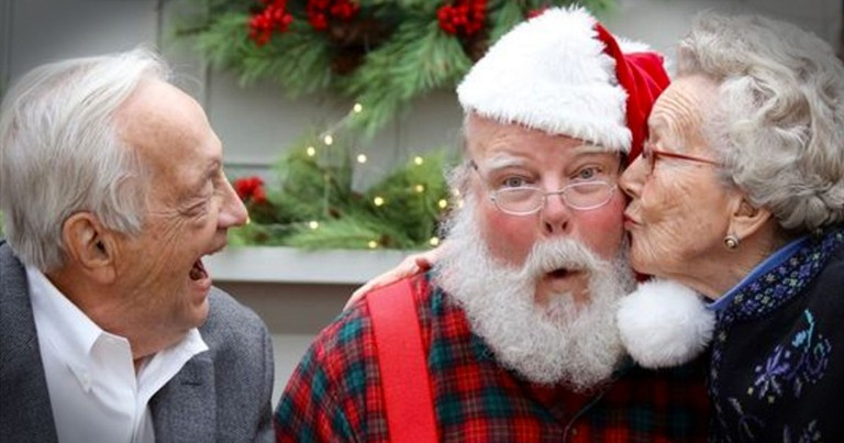 90-year-old Couple's Picture With Santa Is Going Viral For The Best Reason