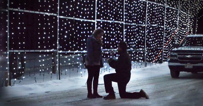 God Used Christmas Lights To Send Him The Love Of His Life And It's Adorable