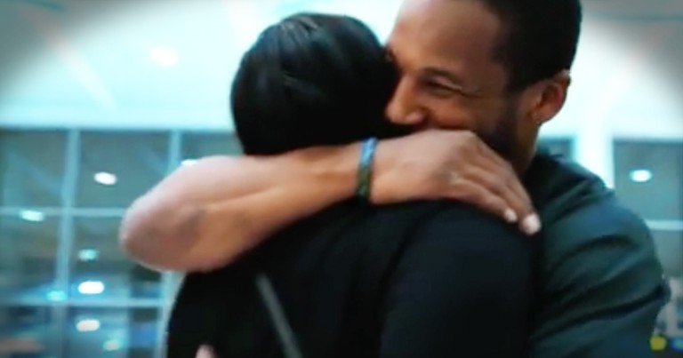 Man Waiting For His Mom At The Airport Shares Their Touching Story
