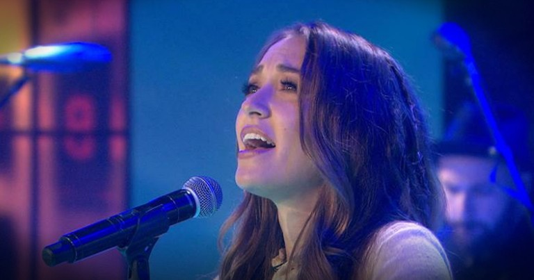 Lauren Daigle Is Worshipping The Lord On National TV With Her Song 'How Can It Be'
