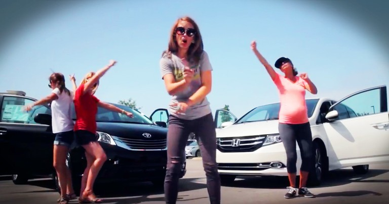 Funny Mommas Sing Hilarious Parody About Minivans