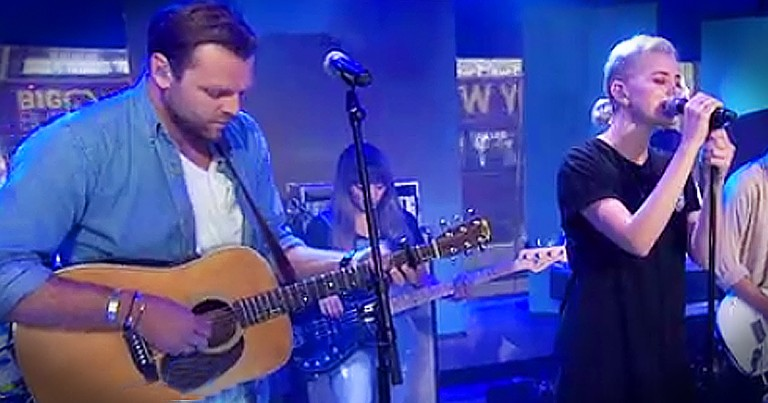 Hillsong United Performs 'Oceans' On Live Television