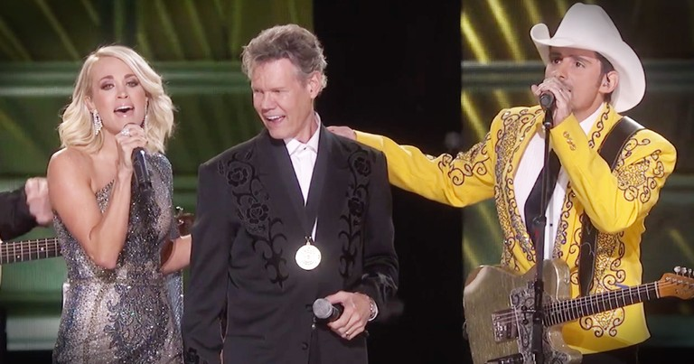 Country Artists Help Randy Travis With Emotional Performance Of 'Forever And Ever Amen'