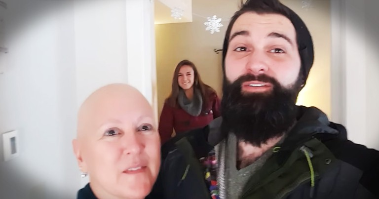 Daughter Surprises Her Momma Battling Cancer Just In Time For Christmas