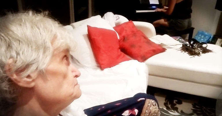 Mom With Alzheimer's Amazingly Sings Perfect Harmonies