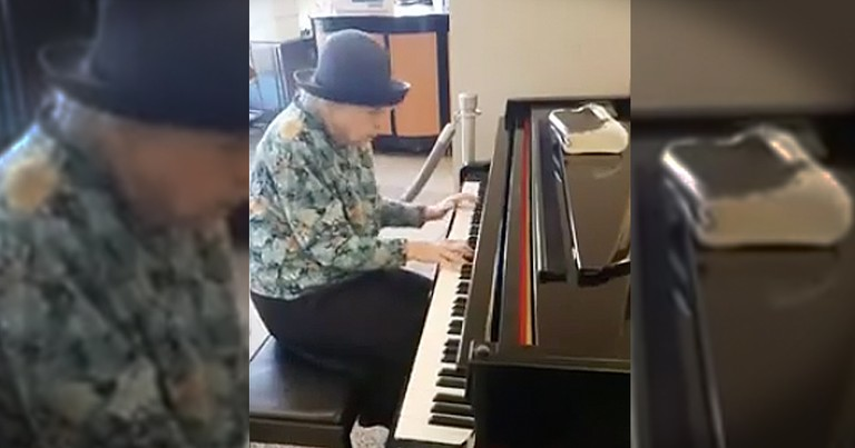 Elderly Lady Plays 'Because He Lives' In A Restaurant