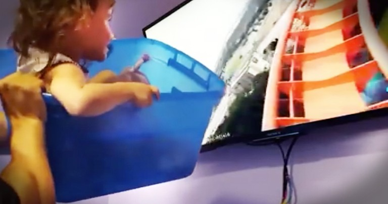 Dad Finds New Way For His Little Girl To Ride A Roller Coaster