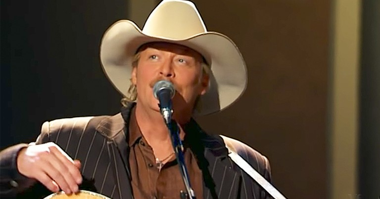 Alan Jackson Beautifully Sings 'Leaning On The Everlasting Arms' Live