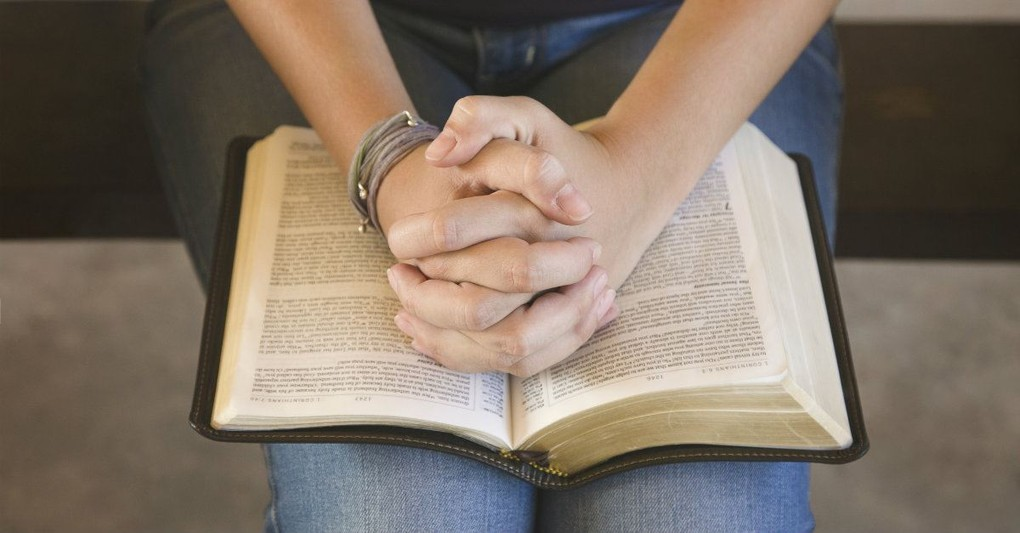 10 Bible Verses to Read When Anxiety Strikes