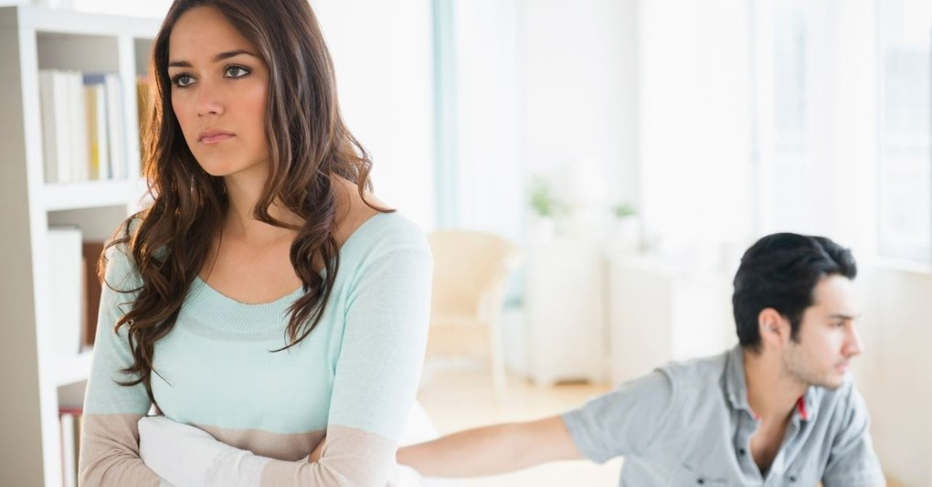 10 Warning Signs You're in an Emotionally Unhealthy Relationship
