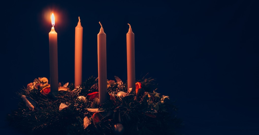 advent candles with first candle lit, keep advent simple
