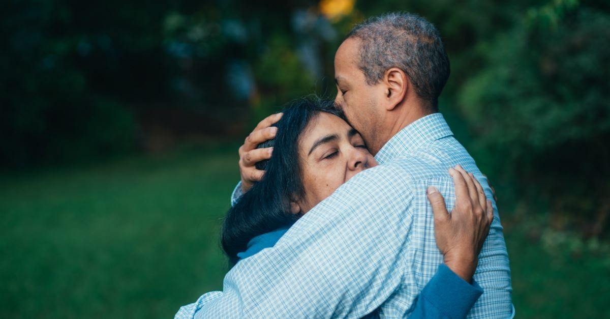 woman hugging man in forgiving embrace, psalms of forgiveness