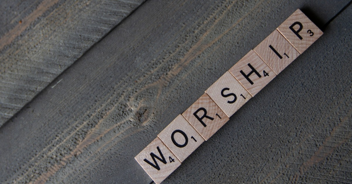 8. Worship Can Lead Others to God