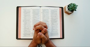 9 Encouraging Reasons You Should Pray the Scriptures