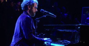 'Bridge Over Troubled Water' Josh Groban Performance