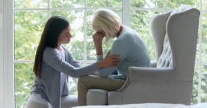 What Should Christians Say to Someone Who Is Grieving?