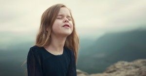Family Sings Beautiful Rendition Of 'Come Thou Fount Of Every Blessing'