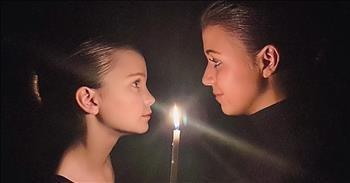 2 Sisters Sing Chilling Easter 'Hallelujah' Duet
