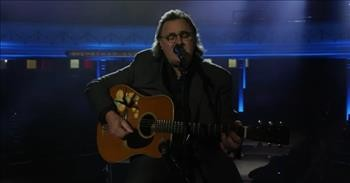 Vince Gill Sings 'Go Rest High On That Mountain' To Honor Fallen Soldiers