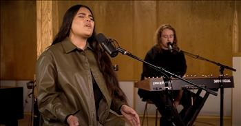 'Never Walk Alone' Hillsong Worship Acoustic Performance
