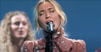 Lauren Daigle Performs 'Hold On To Me' At The GMA Dove Awards