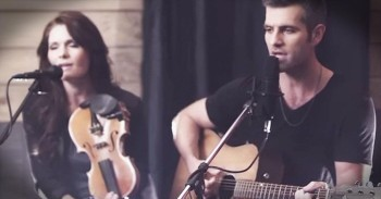 Beautiful 'Hallelujah' Duet Just Lit Up My SOUL – WOW! - Christian Music  Videos